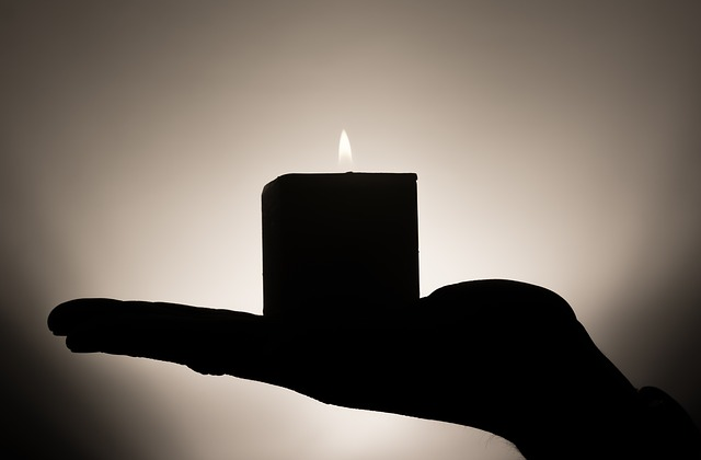 candle-335965_640