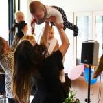 Babyrytmiken sjöng och dansade