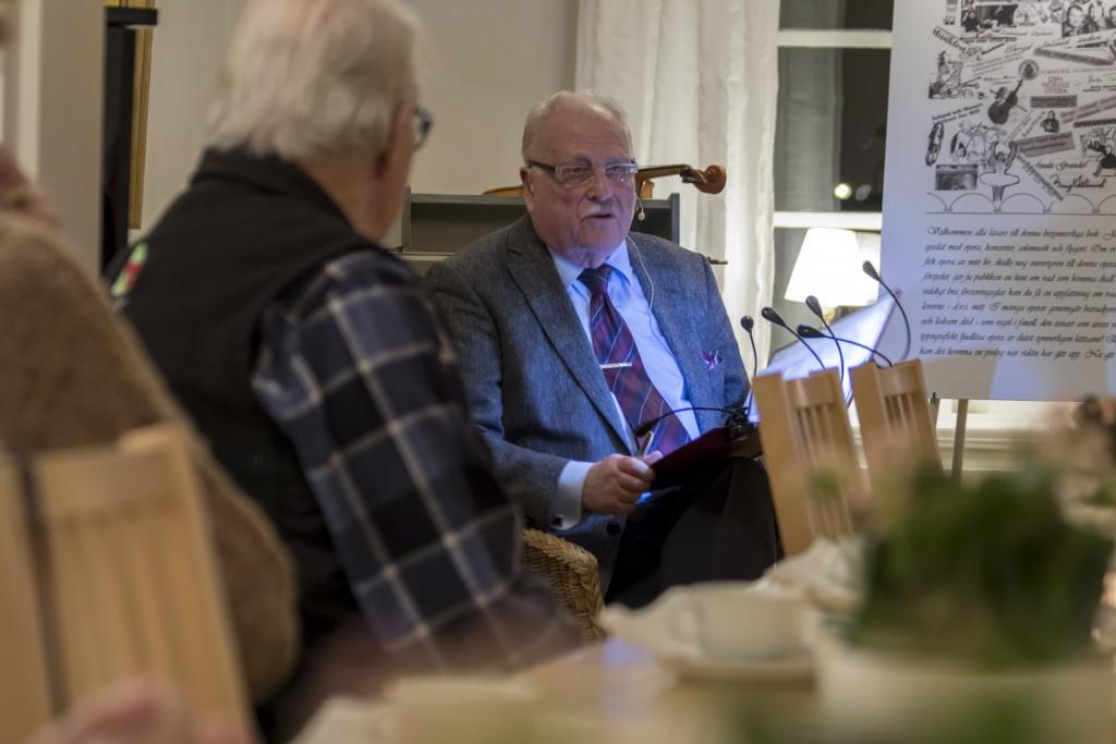 Årets första Hammarö Noten gästades av Bengt Steinert. Han delade med sig av bitar ur hans fantastisk liv som violinist och pilot samt vilka situationer denna ovanliga kombination satt honom i. Denna livshistoria skriver han om och berättar i sin boken Den flygande violinisten.