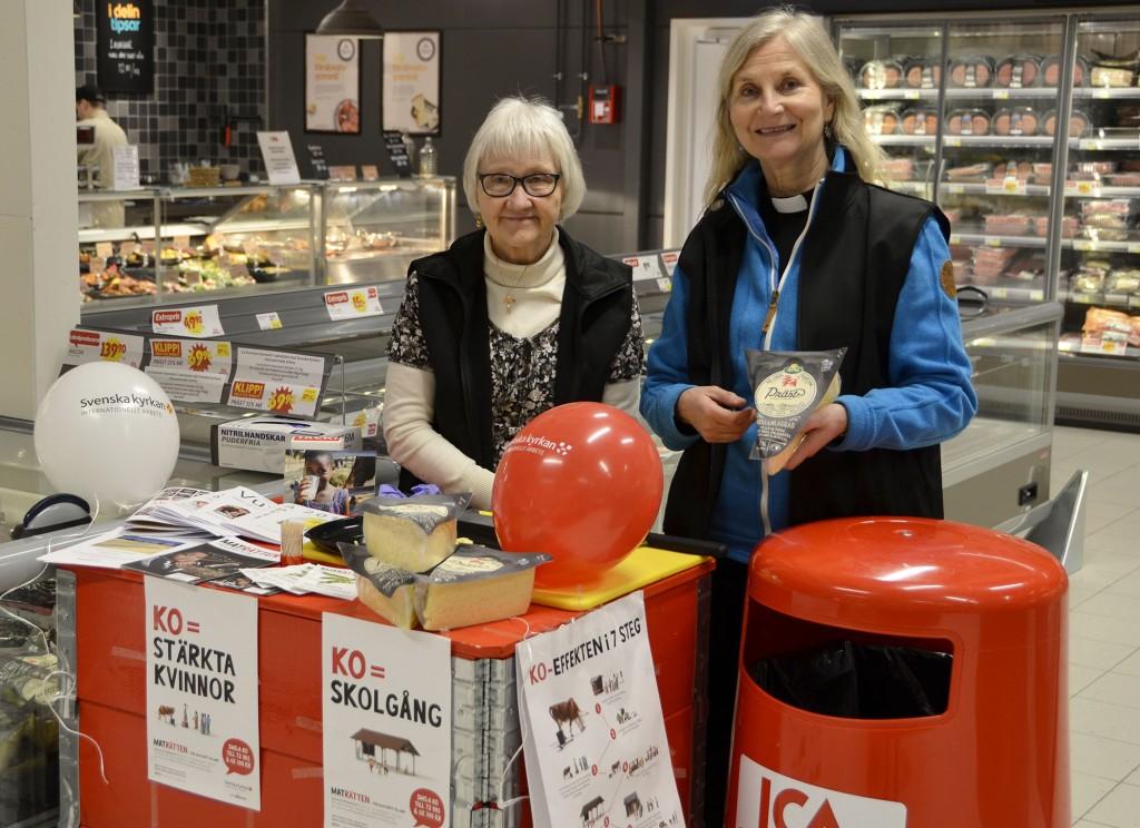 Elisabeth och Maria redo att ta emot de första kunderna på nya ICA Kvantum.
