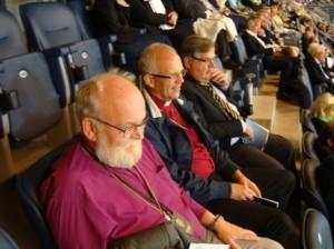 Biskopar Fast och Modeus med initiativtagaren Leif Nilsson