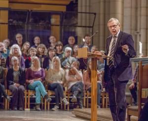 Sten Rylander talar. Foto: Tord Harlin