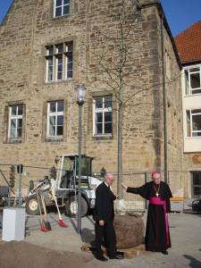 Biskoparna Ulrich och Trelle vid trädet