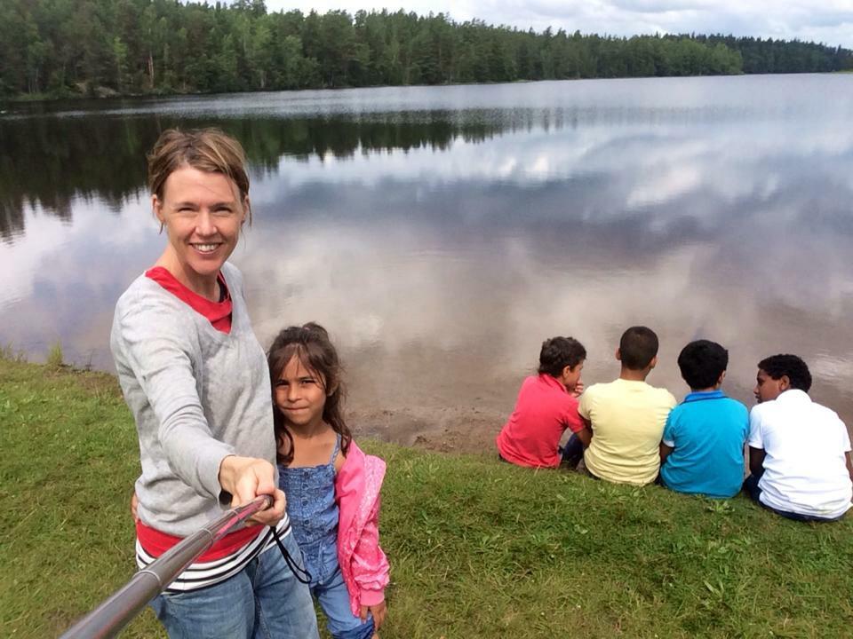 Kolmårdens församling på utflykt med barnen från asylboendet.