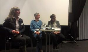 Sylvia Ingmarsdotter, professor i filmklippning, moderator Sven Hansell och journalisten Dan Josefsson.  Foto: Tomas Axelson