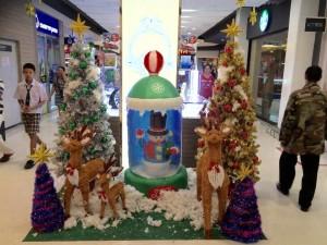 Julpyntad affär