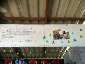 Världens mest kända bibelvers, här på Thai; Joh 3:16