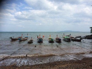 Nästan lite mytomspunnet. Sjözigenarnas båtar ligger färdiga för användning.