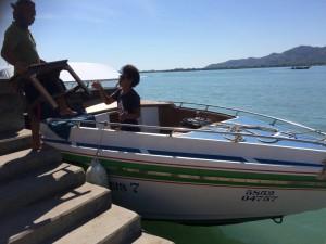 mÅNG är dom personer som jobbar på båtarna, som undrar varför vi har med oss ett bort när vi ska ut på olika uppdrag...