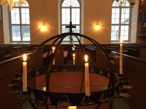 Ljusbäraren i Klövedals kyrka. Foto: Carina Etander Rimborg