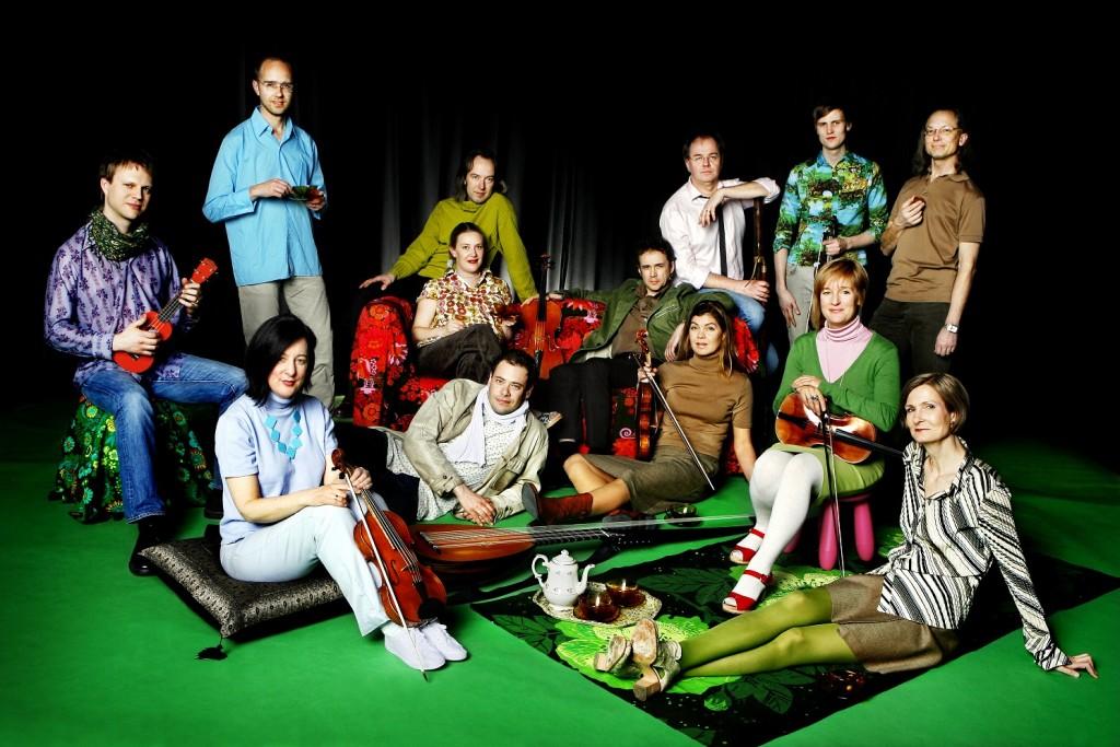 Barockgruppen Rebaroque, med ledaren Maria Lindal i grön tröja och violin. Får endast användas som pressbild för gruppen, vid annan användan var vänlig kontakta fotografen. 0709-458196. foto: Ellinor Collin