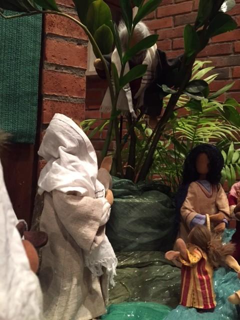 """Jesus möter Sakaios. """"Kom ner - jag vill äta hos dig"""". (Bibliska figurer från Björkekärrs kyrka)."""