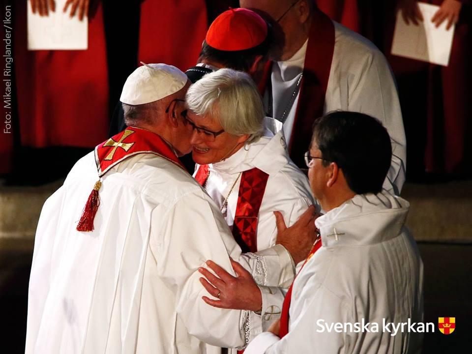 Ärkebiskop Antje Jackelén och påve Franciskus under gudstjänsten 31 oktober 2016 i Lunds domkyrka. Foto: Mikael Ringlander. IKON.