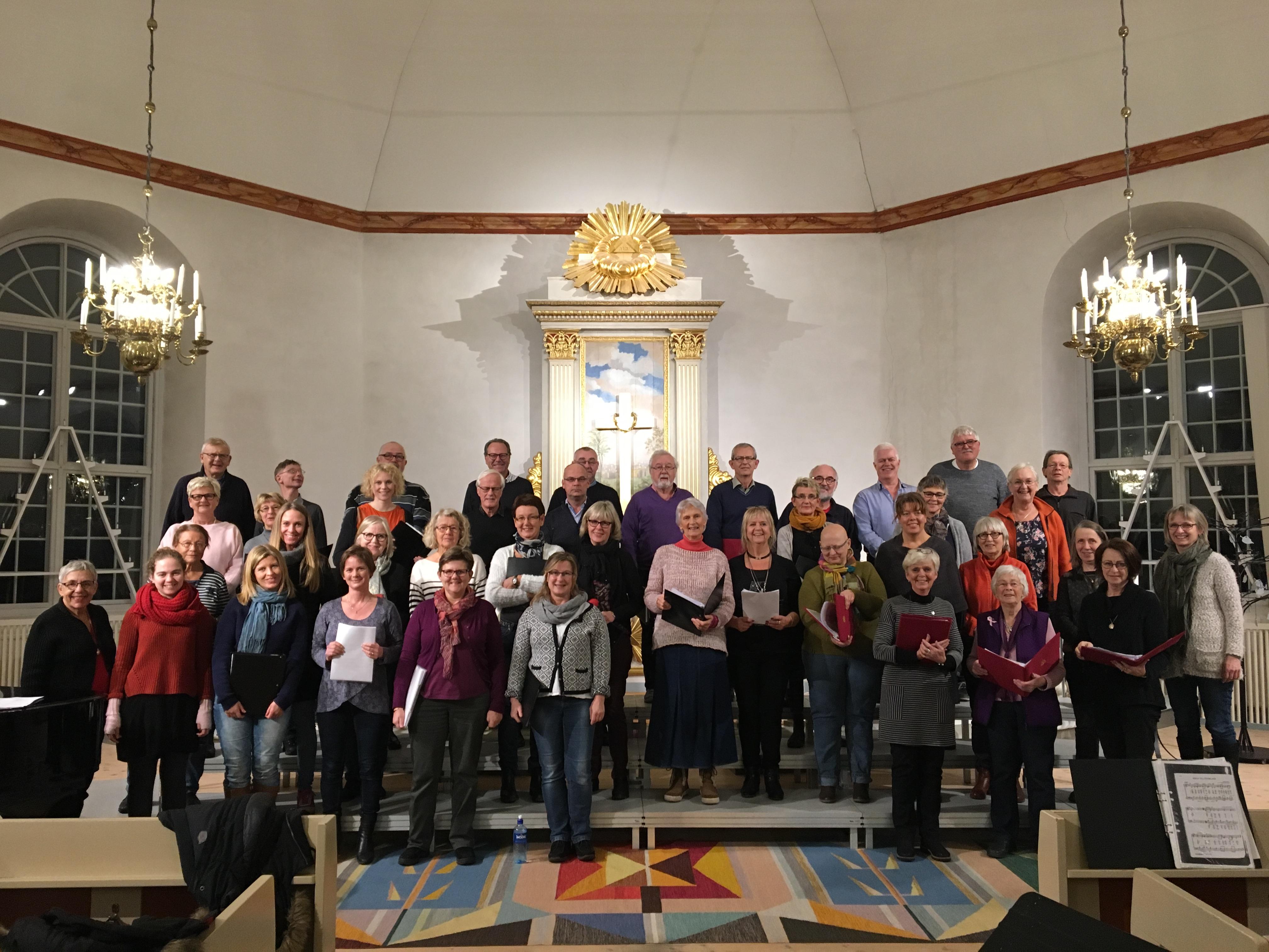 Stenkyrka kyrkokör och Onsdagskören under generalrepetitionen inför lördagens konsert. Foto Birgitta Aurell-Kezcan