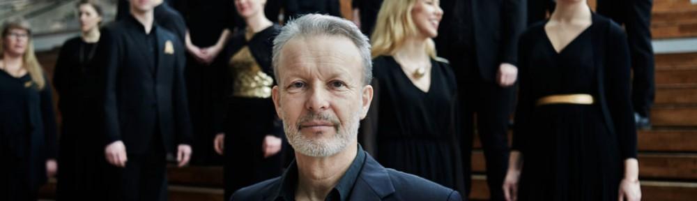 Svenska kammarkören med dirigent Simon Phipps.