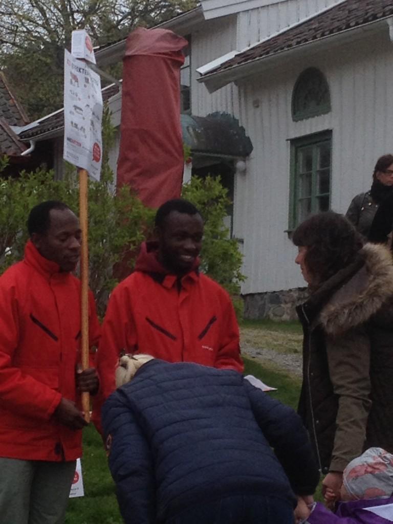 Våra gäster från Tanzania, Musomi och Acton medverkade vid Ko-släppet. Foto Kerstin Pihl.