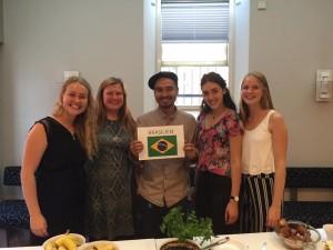 Här är vi som åker till Brasilien, tillsammans med våran härliga språklärare Jamerson som vi har haft under vår språkkurs i portugisiska. Från vänster: Månia, Martha, Jamerson, Sofia och jag!