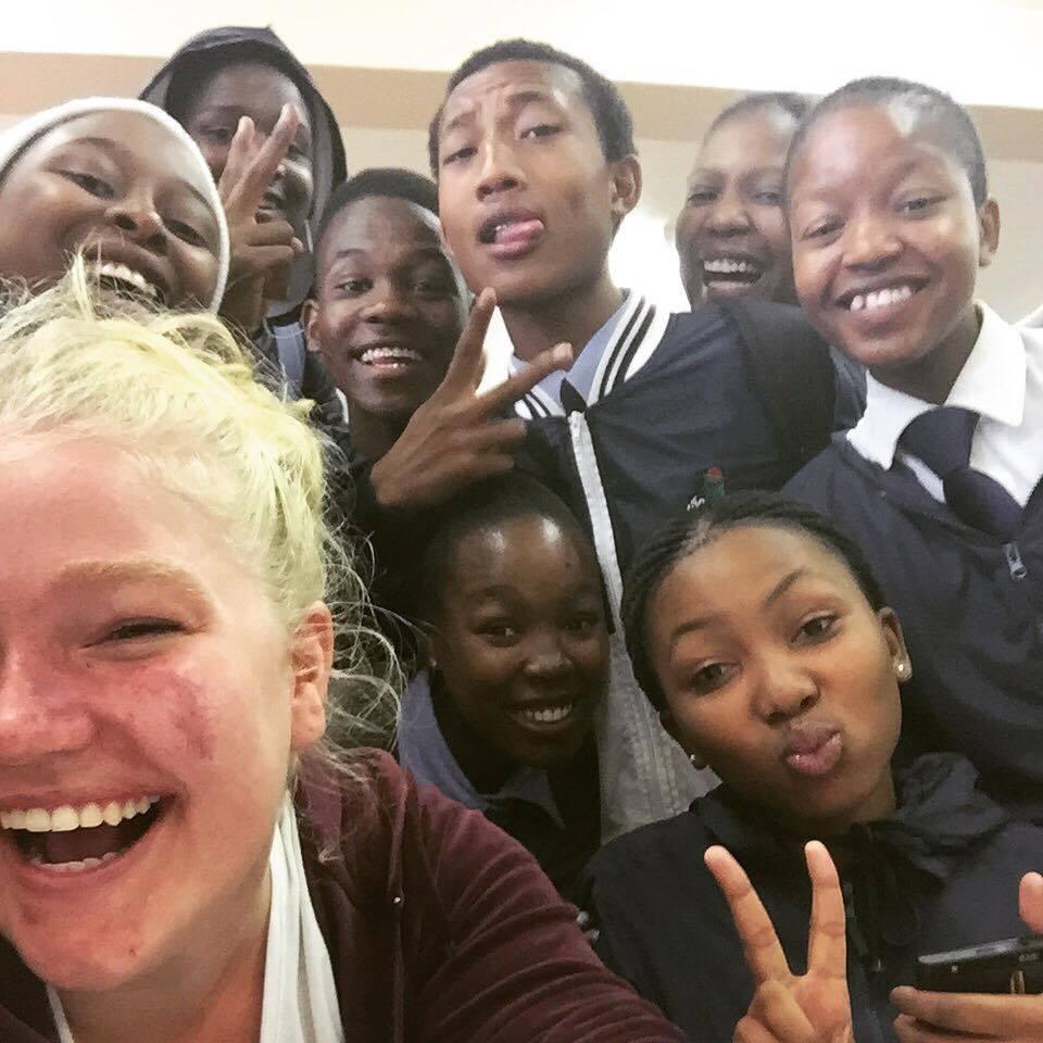 En av MÅNGA selfies på en av alla skolor