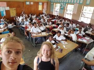 Jag och Julia besöker en skola i Thlabane