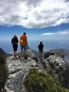 Mina tre fina resekompanjoner på toppen av Tablemountain i Kapstaden.