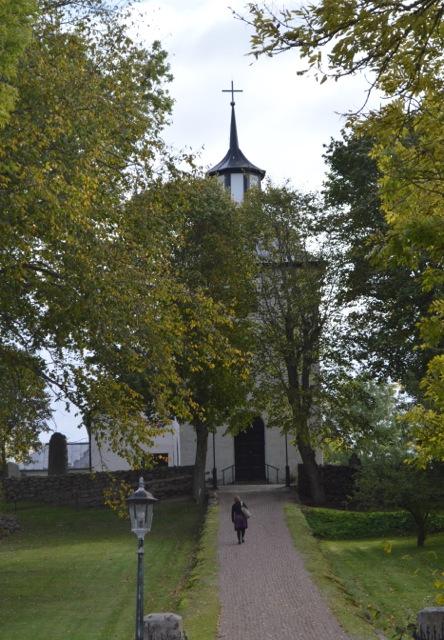 Odensåkers kyrka, vackert belägen på en höjd.