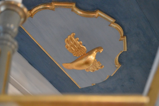 Den heliga Anden som en duva över predikstolen