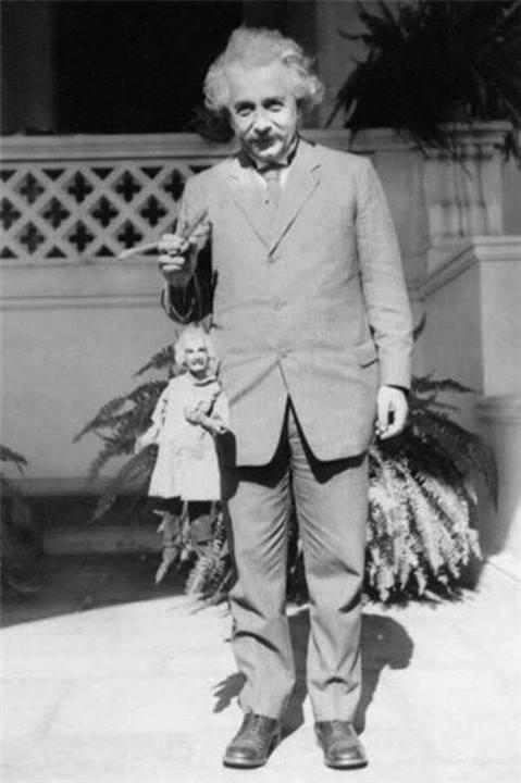 Einstein med en dockkopia.