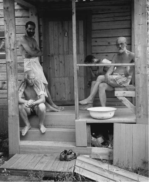 Mycket blandad bild. Freud och Jung på psykologsemenster med gänget.