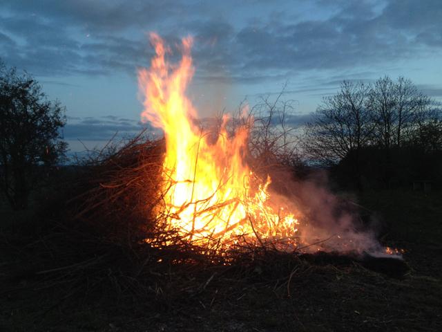 Jag talade vid denna eld. Husaby-Ledsjö kyrkokör sjöng.