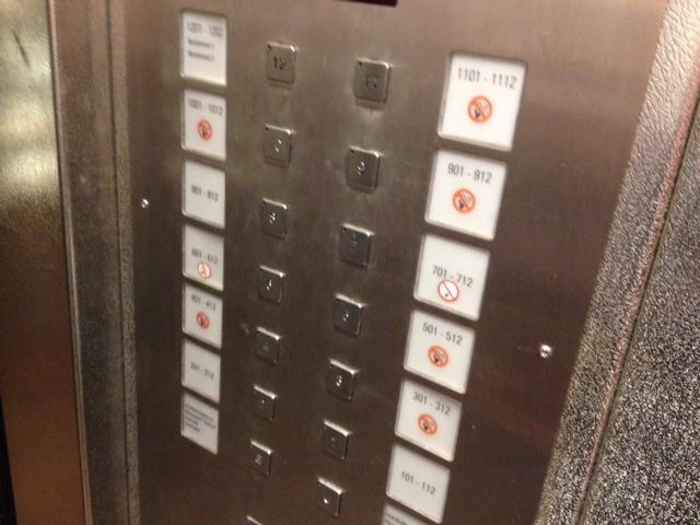 Tysk hiss. Notera att det inte är rökförbud på alla våningarna...