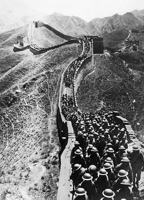 Systemets fotsoldater på kinesiska muren.