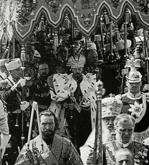 Andlighet för tveksamma syften. Här ortodoxa höjdare på tsar Nikolais kröning.
