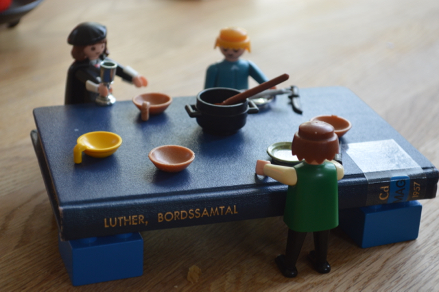 (Playmobil-)Luthers bordssamtal.