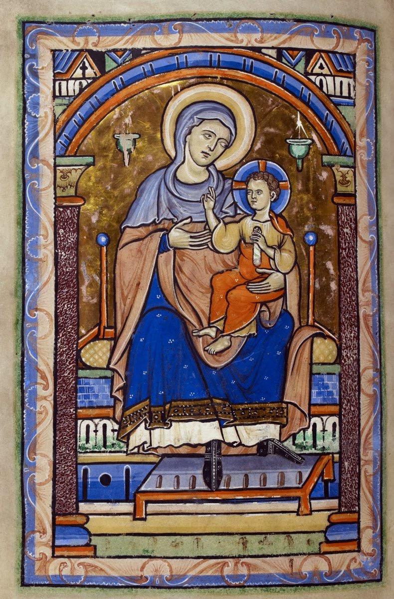 Maria pekar på den som är den verkligen kungen. Och visst ser man det på hans hållning?