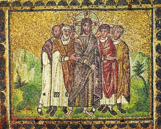 Tycker om den här bilden, det är som att de trängs för att stå nära Jesus. Så ska kyrkan vara.