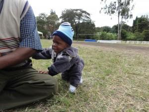 Browell Brown, 10 månader, tillsammans med sin  pappa Brown Emmanuel som firar sin kyrkas jubileum i Arusha juni 2013. Foto Sven-Erik Fjellström