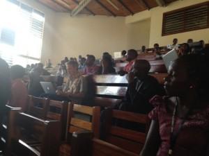 Samling i lektionssalen, Kampala juni 2013. Foto: Frida Öhrström