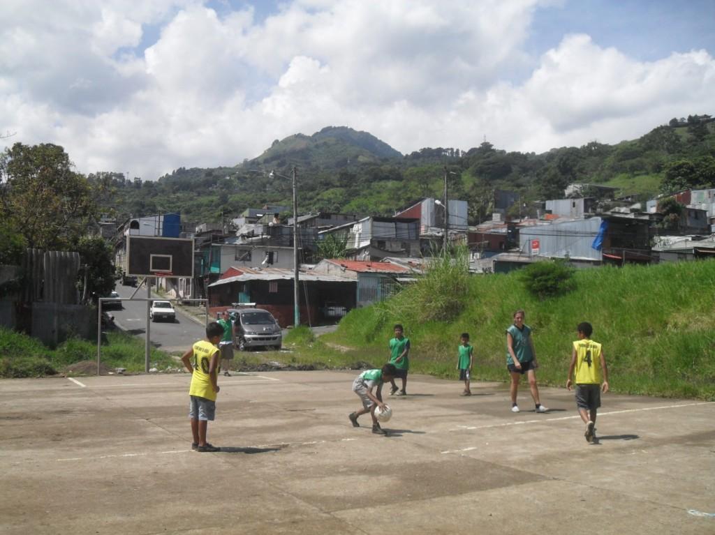 Fotbollsträning i Alajuelita. Foto: Jorunn Hellmann