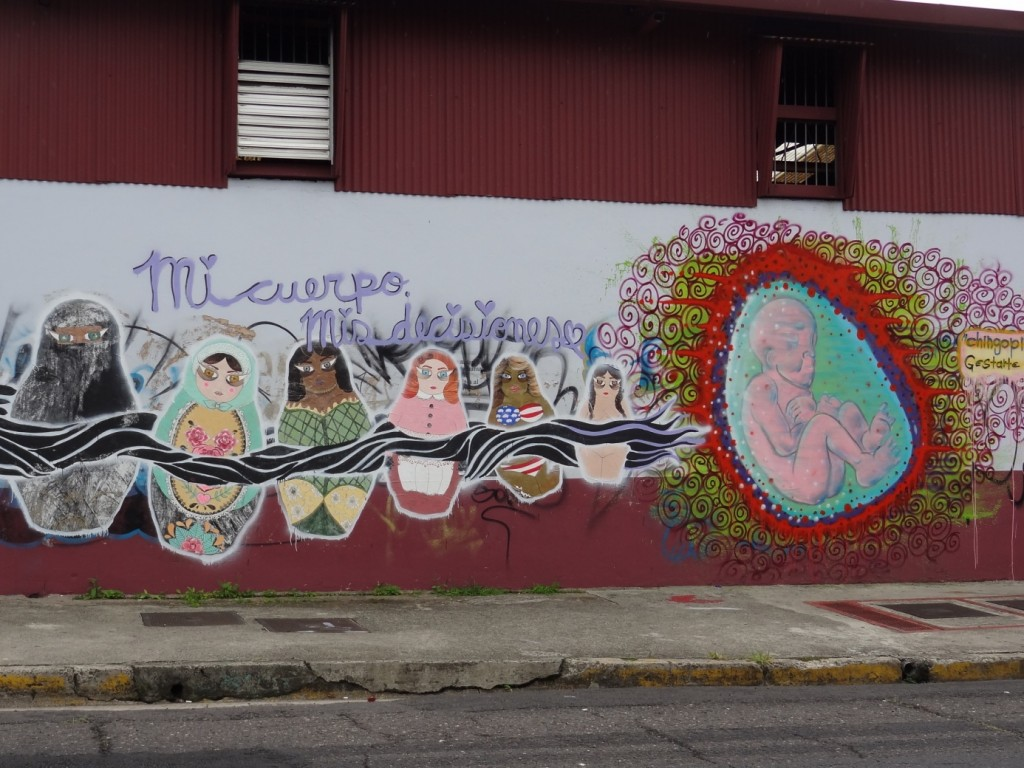 """Väggmålning i San José. """"Min kropp, mitt beslut."""" Foto: Jorunn Hellmann"""