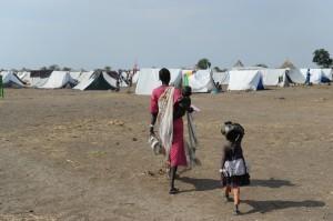 Marie är höggravid med sitt fjärde barn. Hennes man har, liksom så många andra män, stannat kvar i Sydsudan för att slåss. Foto: Christof Krackhardt/BftW/ACT