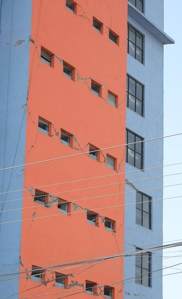 Oroande sprickor i fasaderna. Foto: Peter Butor