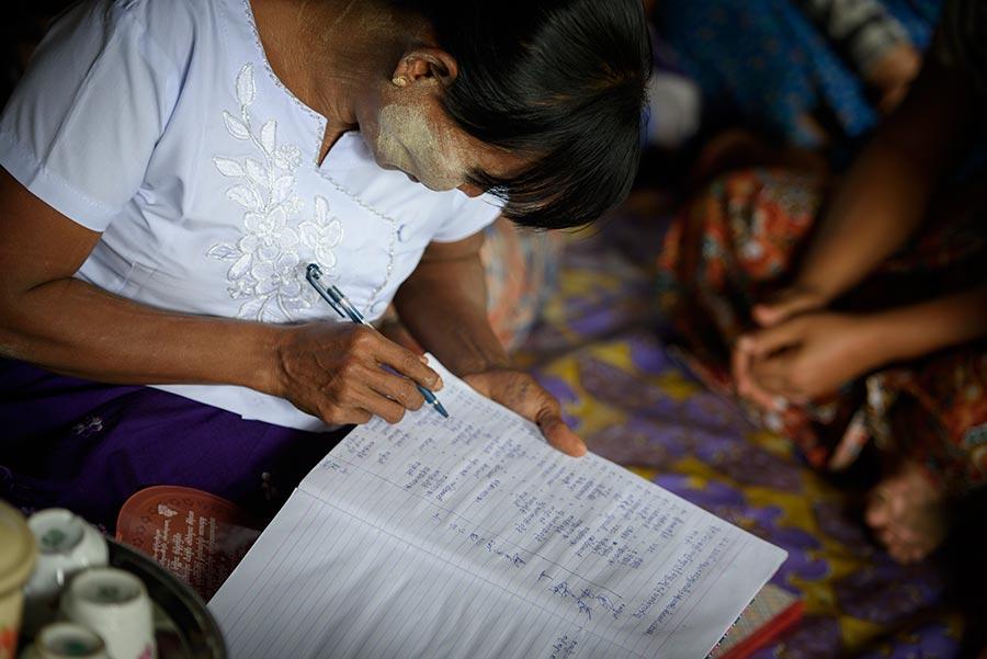 Kvinnorna i spar- och långruppen har undervisats i bokföring och föreningsteknik. Foto: Magnus Aronson /IKON
