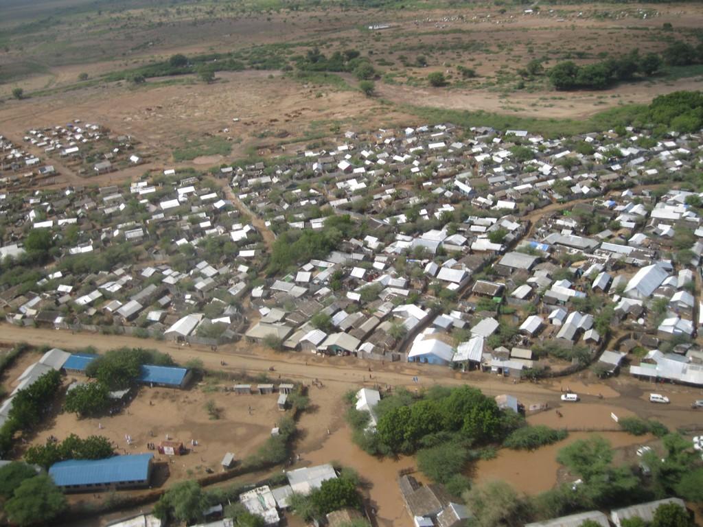 Kakuma flyktingläger i Kenya etablerades för mer än 20 år sedan. Det kommer fortfarande flyktingar hit, men lägret ser nu mer ut som en by, skriver Eva Glemme. Foto: Eva Glemme
