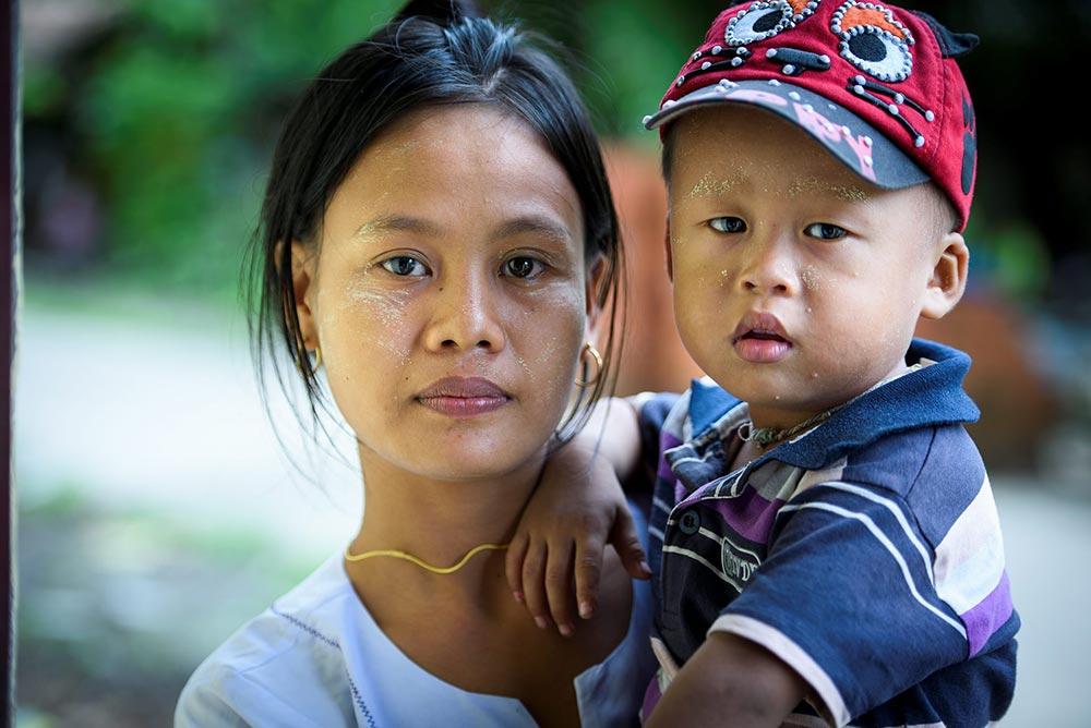Barn behöver bra näring för att utvecklas normalt och orka med att ta till sig kunskap. Khine Sabai Myint med sonen Htoo Myat Thu. Foto: Magnus Aronson /IKON