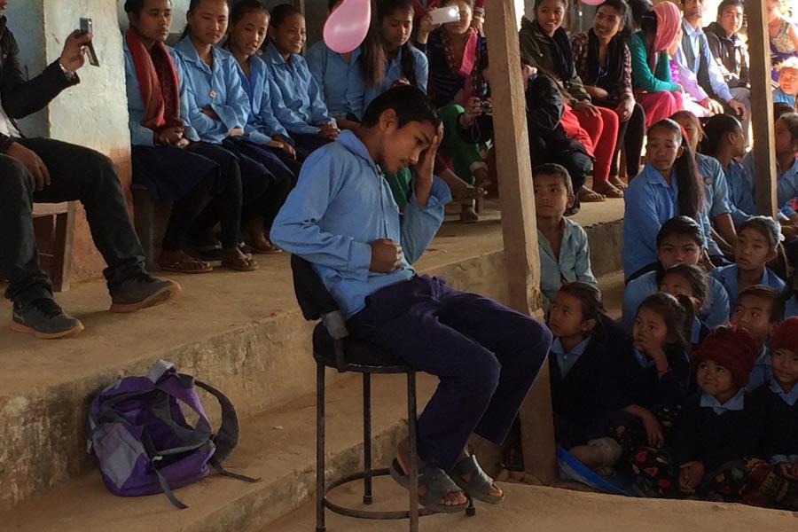 Elever på Annapurna-skolan i Khari satte upp ett drama om jordbävningen. Foto: Erik Lindén