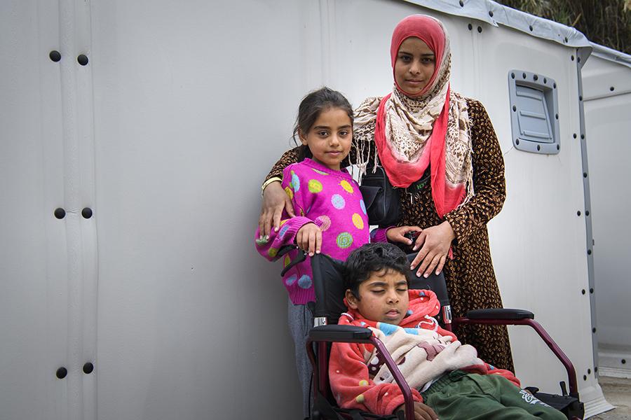 """Beidas ena son drabbades av syrebrist vid födseln och omvårdnaden om honom är svår i lägret """"Vattnet här är inte bra honom, han kan varken behålla vätska eller föda och allt kommer upp igen"""", berättar Beida. Foto: Magnus Aronson /Ikon"""