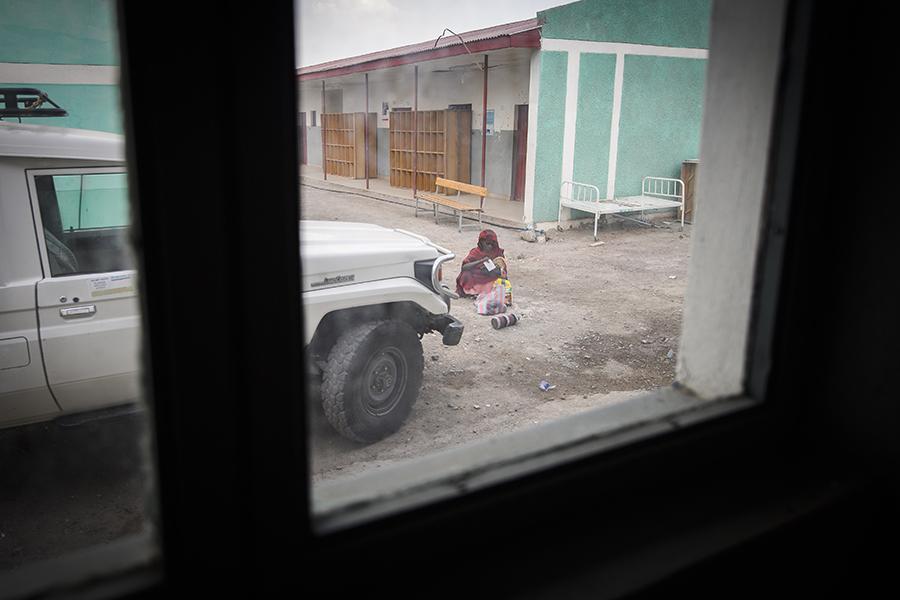 Sjukhuset i Aysaita saknar utrustning, det finns inget kallt vatten i kranen, inget kylskåp och luftkonditioneringen fungerar inte.  Foto: Magnus Aronson /Ikon
