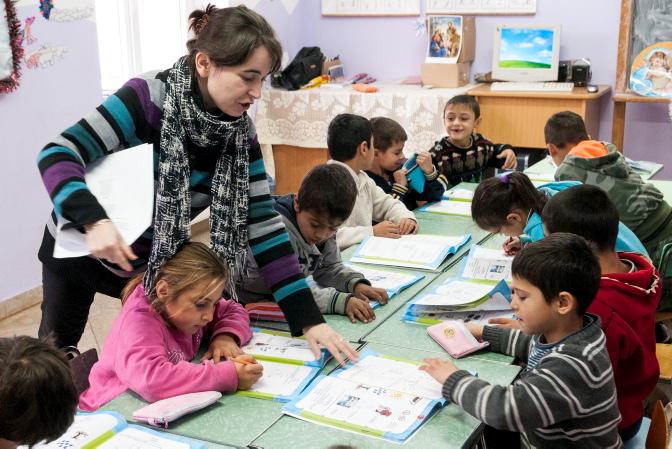 I FUP:s skola lär sig barnen läsa och skriva och de får två mål mat om dagen. Foto: Gustaf Hellsing/IKON