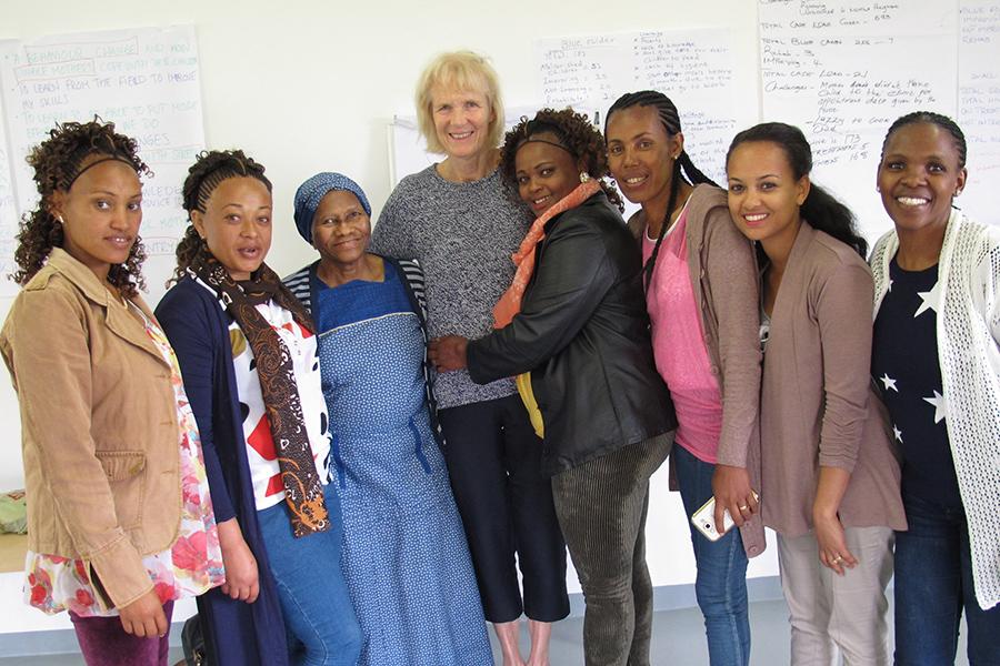 mentormammor-frnn-etiopien-tillsammans-med-philanis-grundare-ingrid-le-roux-och-kwanie-mbevu-senior-programme-manager-th_900px