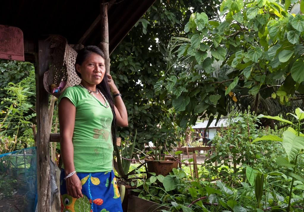 Sedan tre månader tillbaka har Iloreza en hemodling där hon odlar koriander, oregano, basilika. Foto: Therése Naomi Jonsson